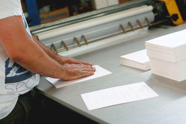 Travail manuel contrecollage papier